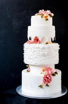Hääkakku // Wedding Cake Food & Style Emma Iivanainen, Painted By Cakes Photo Emma Iiivanainen www.maku.fi