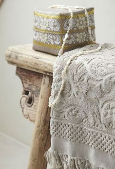 Love the detail carved on the bench, be beautiful at the foot of our bed