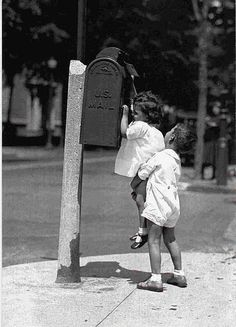 12 Interesting and Funny Vintage Photos Show the Gentlemen in the Past – Vintage photography – photos Humor Vintage, Funny Vintage Photos, Photo Vintage, Vintage Photographs, Precious Children, Beautiful Children, Black And White Pictures, Vintage Children, Belle Photo