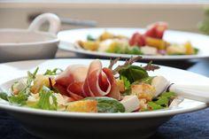 Salat med Santa Kristina, nektariner, valnøtter og krutonger