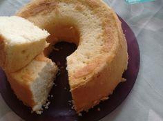 Receita de bolo de limao - 4 ovos, 2 limao, 1 xicara e meia de açucar, 3 xicara de farinha de trigo, 150 g de margarina, 1 colher de fermento em po