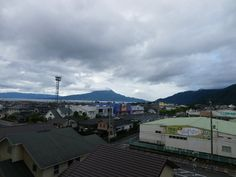 6月26日 午前8時の桜島  久しぶりに見た感じがするが、頂上は雲が覆っている。