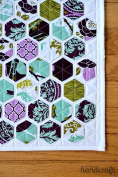 www.modernhandcraft.com Easy Hexagons Tutorial ( (EPP hexagons, fused to background, then straight line quilting)