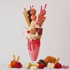 Valentines Day Desserts, Fancy Desserts, No Bake Desserts, Bolo Macaron, Chocolate Covered Fruit, Mini Burgers, Strawberry Milkshake, Vegetarian Cake, Food Trailer