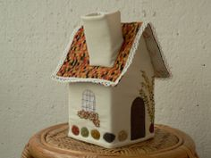 Zsebkendőtartó házikó , dunaildiko, meska.hu #wipe #case #textile #house Textile House, Textiles, Shapes, Bird, Creative, Outdoor Decor, Home Decor, Feltro, Beach Homes