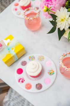 Obsessed with this baby sprinkle DIY cupcake decorating idea. It would be so cute for a birthday party, too. We love when decor doubles as an activity!