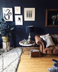 Stylish Black Accent Walls Bedrooms Ideas 03 3 - Home Interior and Design Navy Living Rooms, My Living Room, Home And Living, Living Room Decor, Living Spaces, Modern Living, Dark Walls Living Room, Living Area, Dark Accent Walls