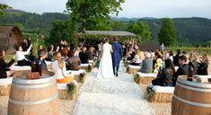 Darle un toque especial a una ceremonia sencilla es fácil con nuestras alfombras Beni Ouarain #altar #ceremonias #ceremonia #bodas #bodasalairelibre #bodasespeciales #bodasbonitas #bodasromanticas #alfombras #alfombrasbereberes #bereber Espacio: Restaurante Azurmendi - Eneko Atxa