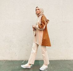 Are You A Young Muslimah Girl Starting College This Year And Looking For Casual And Comfy College Outfit Ideas With Hijab? - Image:@feyzahakyemez - Then You Are In The Right Place To Get Some Great Inspiration On Summer College Outfits, Winter College Outfits, Simple College Outfits, The First Day Of College Outfit With Hjab And Much More. #hijab #hijabfashion #collegeoutfit #teenagerposts #hijaboutfit