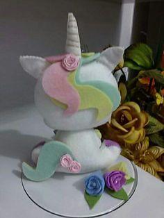Unicorn Ornaments, Felt Ornaments, Felt Crafts, Diy And Crafts, Crafts For Kids, Felt Animal Patterns, Unicorn Crafts, Felt Baby, Felt Birds