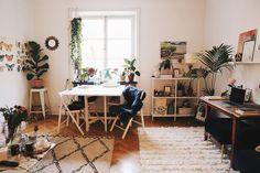 I Josefin Dahlbergs blogg får vi läsa om hennes vardag, inspireras av hennes outfits, få tips om hur man vågar följa sin dröm och råd om vad vi måste göra för att kunna skapa våra drömliv.