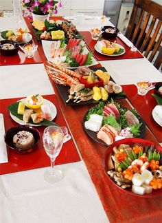 お節料理 Japanese Food Sushi, Japanese Table, Japanese Dishes, New Year's Food, Love Food, Bento Recipes, Snack, Food Presentation, Diy Food