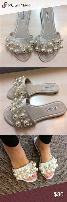 2688eb4ee989 Cape Robbin  Evelyn-6  Nude Slides New in box! Shoes run about