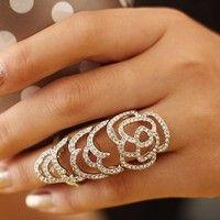 This ring is sooooo pretty.