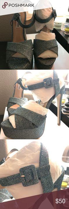 Steve Madden platform sandals Smitten blu glittr. Box top is missing. The store couldn't find it. Steve Madden Shoes Heels