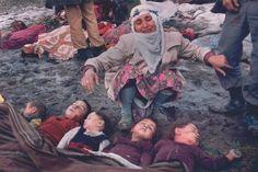 Kezban Özer (37) la encuentra cinco niños enterrados vivos después de un terremoto devastador. A las cinco en punto de la mañana, ella y su marido estaban ordeñando las vacas como a sus hijos dormían. Unos minutos más tarde, 147 aldeas en la región fueron destruidas por un terremoto de magnitud 7,1 en la escala de Richter; 1.336 personas murieron. (Mustafa Bozdemir)1983