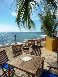 Scuba Lodge has a Scuba Ocean Bar and breakfast, lunch and dinners are served on the big porch. @Curacao