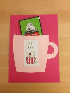 proposta semplice e graziosa con una tazza rosa applicata a un cartoncino come invito di compleanno Money Cards, Diy Cards, Diy And Crafts, Crafts For Kids, Mothers Day Crafts, Diy Costumes, Preschool Crafts, Kids Gifts, Handicraft
