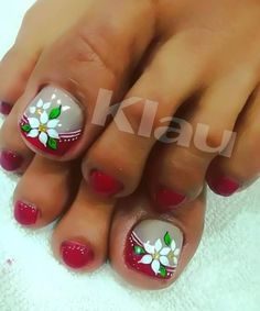 Navidad Toe Designs, Diy Nail Designs, Colorful Nail Designs, Pretty Toe Nails, Cute Toe Nails, Pedicure Nail Art, Toe Nail Art, Cute Pedicure Designs, Bridal Nails
