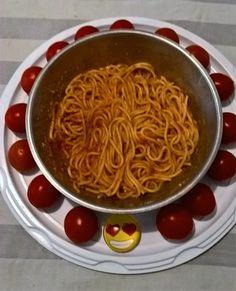 Spaghetti  di grano duro con salsa di pomodoro  ciliegino e parmigiano reggiano grattugiato