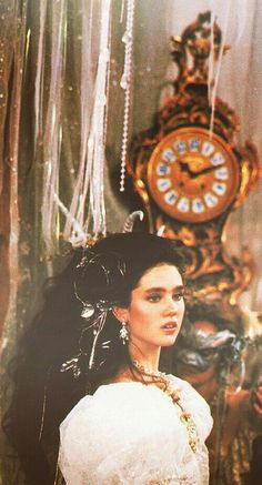 1986 - Jennifer Connelly as Sarah in Labyrinth film. Jim Henson Labyrinth, Bowie Labyrinth, Labyrinth Movie, Sarah Labyrinth, Labyrinth Quotes, Labyrinth Tattoo, Moda Floral, Labrynth, Theme Tattoo