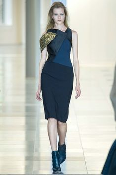 See the complete Antonio Berardi Fall 2015 Ready-to-Wear collection.