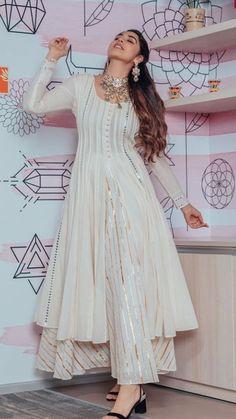 Beautiful Chanderi-Silk Kurti with beautiful mukaish and gota work embellishments. Beautiful Chanderi-Silk Kurti with beautiful mukaish and gota work embellishments. Party Wear Indian Dresses, Designer Party Wear Dresses, Pakistani Dresses Casual, Indian Gowns Dresses, Indian Fashion Dresses, Kurti Designs Party Wear, Dress Indian Style, Pakistani Dress Design, Indian Wedding Outfits