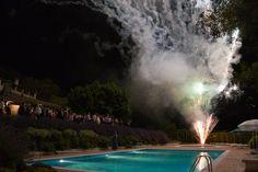 Boda de noche en Casa Grande de Fuentemayor, fuegos artificiales desde la piscina   #opinion #opiniones #bodas #galicia  #pazo #encanto #casa #rural #turismo #rural #boda #civiles #jardin #eventos #celebraciones #banquetes