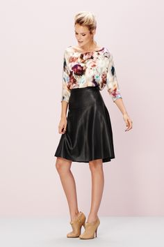 Faded flower top met flare skirt