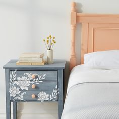 Handmade furniture is not the only type of American furniture sold under that name. There are fundamentally three types of home furniture offered by American furniture stores Diy Furniture Projects, Paint Furniture, Handmade Furniture, Repurposed Furniture, Furniture Makeover, Home Furniture, Vintage Furniture, Bedroom Furniture, Modern Furniture
