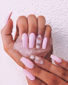 Daisy Nails 🌸 shared by 𝕴 𝖓 𝖎 ❥ on We Heart It Acrylic Nails Coffin Short, Summer Acrylic Nails, Cute Acrylic Nails, Spring Nails, Summer Nails, Glow Nails, Glitter Nails, Cute Acrylic Nail Designs, Nail Designs Spring