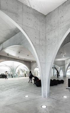 TAMA Art University Library by Rasmus Hjortshøj, via Behance City Hall Architecture, Architecture Details, Interior Architecture, Column Design, Toyo Ito, Facade, Concrete, University, Mosque