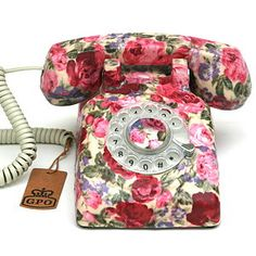 If i still used a land line i'd totally want this floral phone