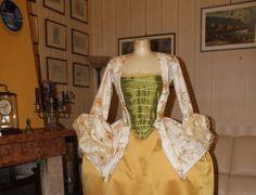 ABITI STORICI FEMMINILI 1700 Vestito Storico femminile con caraco seconda meta' 1700