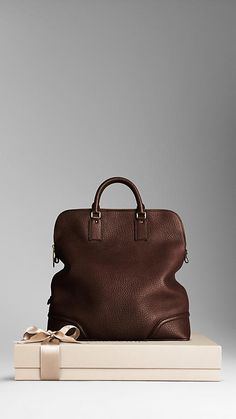 Burberry Heritage Grain Leather Holdall