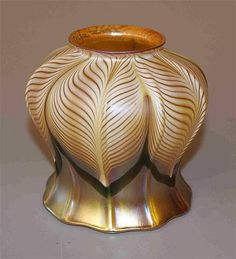 SIGNED QUEZAL PULLED FEATHER ART GLASS LAMP SHADE, 4