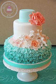 Pastel de boda combinado en menta y melocotón