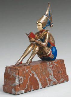 """Armand GODARD The Reader chryselephantine Sculpture in bronze - La Liseuse Sculpture chryséléphantine en bronze à patine argent, bleu et rouge. Fonte d'édition ancienne. Terrasse en marbre rouge veiné. Signé """"Godard"""""""