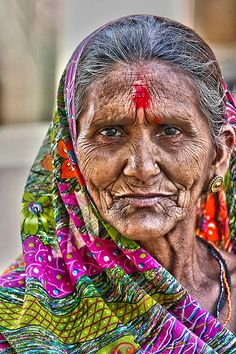 """Old woman with typical Bindi on her forehead (aka """"the third eye"""") Every indian woman has to wear it. Old Man Portrait, Portrait Art, People Photography, Portrait Photography, Old Man Face, Eric Lafforgue, Old Faces, Steve Mccurry, India Art"""