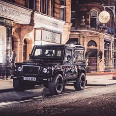 From Yorkshire to London! #ClassicCarShow @gfwilliams #ThisWeekend #London #BestOfBritish #Lifestyle #TwistedDefender #Defender #LandRover #LandRoverDefender #Iconic #Automotive #Photography #Handmade #Handcrafted #4x4 #Style #Lifestyle #Details #AntiOrdinary #DefenderRedefined #GoAnywhere #Modified #Customised #ModernClassic #Classic #ClassicCars