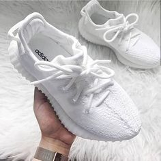 All white women's Yeezy sneakers. At TheShoeCosmetics all white trainers are the canvas, the fresh face to a sneaker makeover. An all white pair of Yeezy tennis shoes are perfect canvas for a customized sneaker. Moda Sneakers, Sneakers Mode, Best Sneakers, Sneakers Fashion, Fashion Shoes, 90s Fashion, Sneakers Adidas, Sneakers Style, Adidas Shoes Women