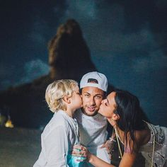 Neymar confirmed Bruna Marquezine as his girlfriend # Neymar - Flatpins. Soccer Couples, Soccer Guys, Soccer Players, Nike Soccer, Soccer Cleats, Solo Soccer, Soccer Sports, Football Neymar, Neymar Girlfriend