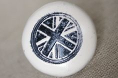Union Jack Dresser Knob from VintageSkye on Etsy, great for a One Direction fans room Knobs And Pulls, Drawer Pulls, Union Jack Dresser, Dresser Knobs, Drawers, Decorative Plates, Crafty, Etsy, Inspiration