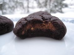 Peanut butter chocolate pillows reworked with speculoos à tartiner -- use PPK recipe for PB pillows Speculoos Cookie Butter, Biscoff, Chocolate Peanut Butter, Yummy Treats, Delish, Sweet Tooth, Tasty, Favorite Recipes, Cookies