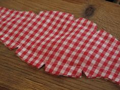 Hurray, something you can make for a guy! I'm always on this difficult quest. Though bow ties aren't for every guy, luckily, I have many fun. Bowtie Pattern, Diy Bow, Patterned Shorts, Casual Shorts, Bows, Sewing, Bow Ties, Fabric, Business