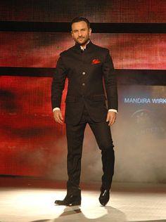 Saif made a style statement in a designer Black bandhgala. UNI PHOTO Saif Ali Khan alights the ramp Wedding Dresses Men Indian, Groom Wedding Dress, Wedding Men, Wedding Suits, Mens Indian Wear, Indian Groom Wear, Indian Men Fashion, Dress Suits For Men, Men Dress Up