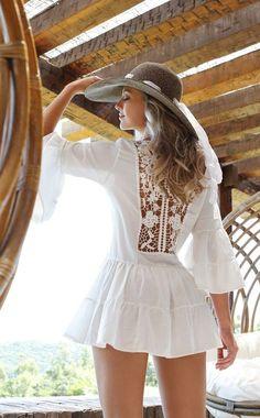 hat with white mini dress Almost Boho chic like Mode Hippie, Mode Boho, Boho Fashion, Womens Fashion, Fashion Trends, Fashion Dresses, Fashion Clothes, Miami Fashion, Feminine Fashion