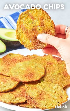Weight Loss Diet Snacks Avocado Chips Taste Better Than Potato Chips And Are Going Completely ViralDelish.Weight Loss Diet Snacks Avocado Chips Taste Better Than Potato Chips And Are Going Completely ViralDelish Appetizer Recipes, Snack Recipes, Cooking Recipes, Appetizers, Dinner Recipes, Keto Snacks, Healthy Snacks, Healthy Protein, Keto Galletas
