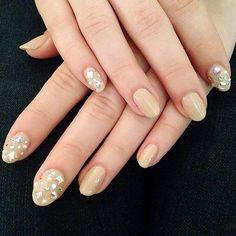 Wedding day nails of Instagram