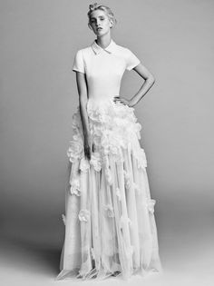 Presenting Viktor&Rolf Mariage Fall/Winter 2017 collection. The first bridalwear collection in partnership with Justin Alexander, a global name in wedding dress design. Viktor&Rolf Mariage represents Viktor&Rolf's artistic interpretation of bridalwear,...